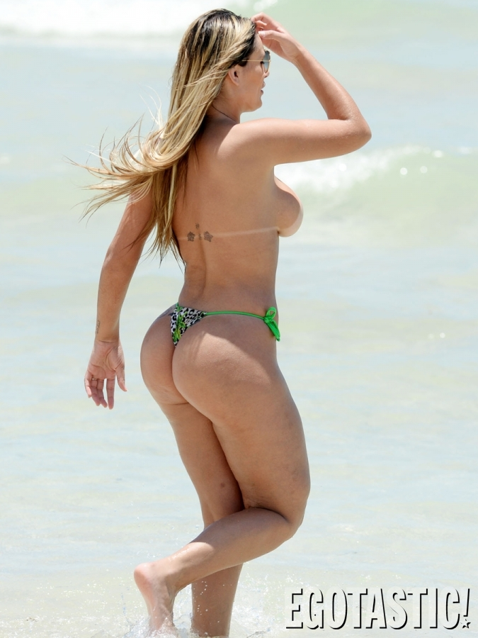 Andressa Urach - Topless (16)