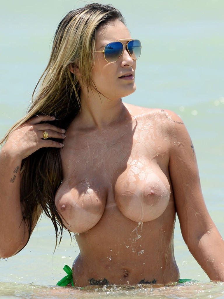 Andressa Urach - Topless (2)