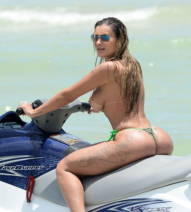 Andressa Urach - Topless (20)