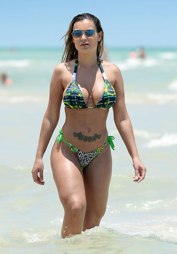 Andressa Urach - Topless (22)