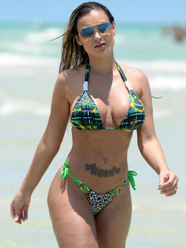 Andressa Urach - Topless (4)