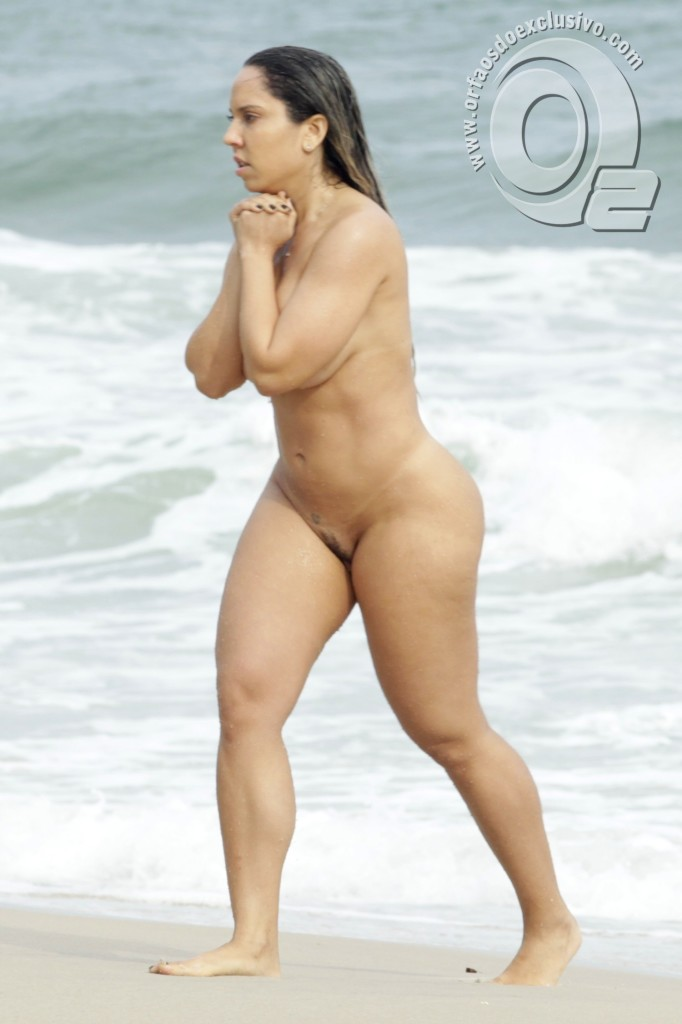 mulher se masturbando mulheres nuas na praia