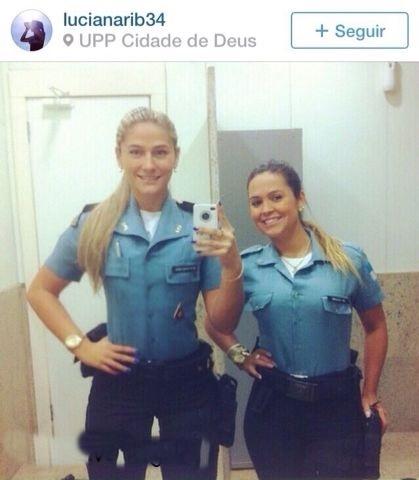 Policial da upp gostosa